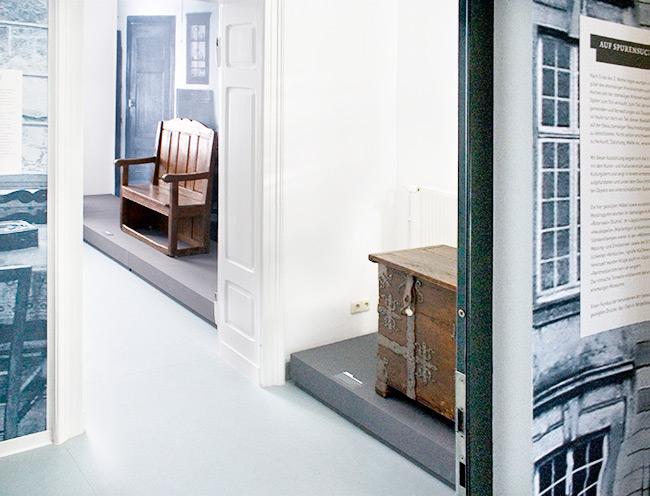 spurensuche ausstellung ausstellungsimpressionen. Black Bedroom Furniture Sets. Home Design Ideas